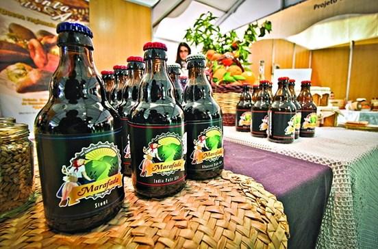 Cerveja de laranja gera curiosidade em Silves