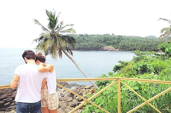 Cláudia Vieira namora em São Tomé