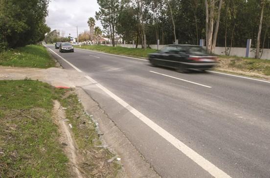 GNR feridos em choque de carros-patrulha