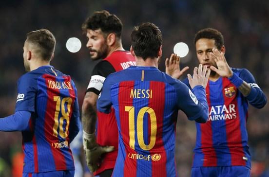 Penalti nos últimos minutos 'salva' Barcelona do empate
