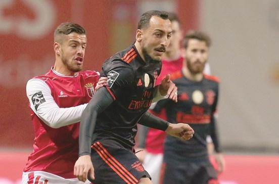 Mitroglou segura liderança do Benfica