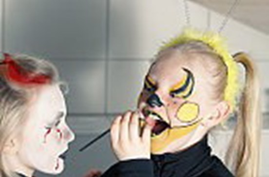 Deco alerta para perigo de algumas pinturas faciais para crianças