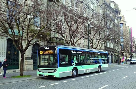 Testes nas ruas do Porto com autocarro elétrico