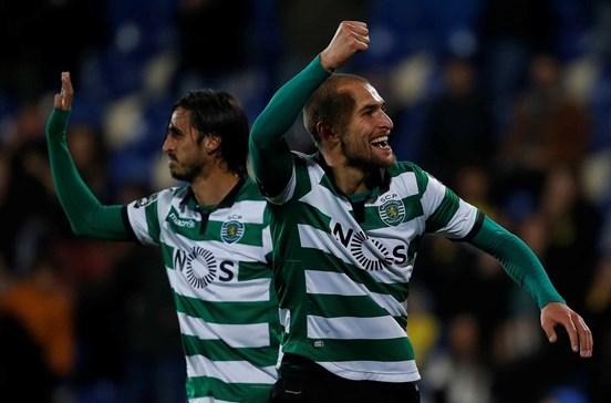 Sporting vence Estoril com golos de Bryan Ruiz e Bas Dost