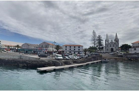 Ondas fortes provocam danos e fecham porto na Madalena