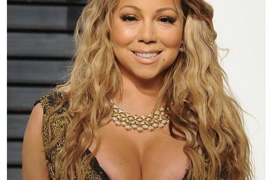 Mariah Carey traída por decote ousado