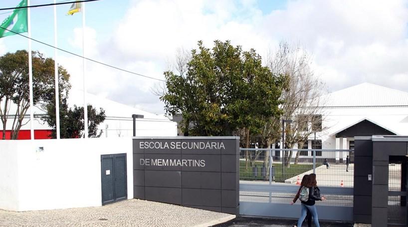Pais e alunos de escola de Mem Martins protestam devido a falta de segurança