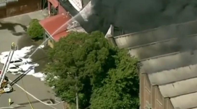 Incêndio destrói centro de reciclagem na Austrália