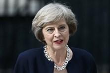 """Theresa May acusa UE de se """"unir"""" contra o Reino Unido"""