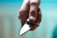 Corta pénis ao namorado com faca de cozinha por este não querer casar