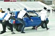 Primeiro torneio de curling com carros