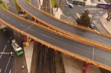 Já se circula sob o Viaduto de Alcântara