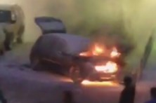 Homem ferido ao tentar apagar fogo em carro