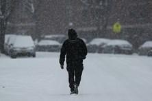 Queda de neve deixa cinco distritos do continente sob aviso laranja