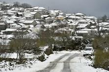 Serra de Montemuro coberta de neve
