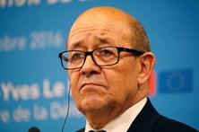 Ministro da Defesa francês apoia candidatura de Emmanuel Macron