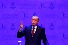 Erdogan apela aos EUA e à Grã-Bretanha para abandondonarem restrições impostas a voos