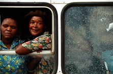 Mulheres sul-africanas denunciam violações coletivas nos transportes públicos