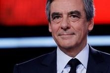 Hollande acusa Fillon de ultrapassar as fronteiras da dignidade