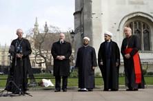 Líderes religiosos oficiam cerimónia em Westminster após atentado