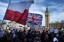 Milhares de manifestantes pró Europa tomam ruas de Londres