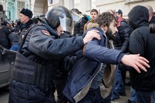 Polícia russa detém 700 pessoas em manifestação contra corrupção
