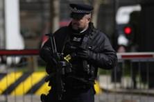 Polícia inglesa detém suspeito de preparar atos terroristas