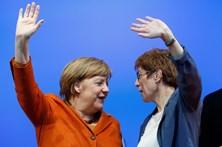 Partido de Merkel vence primeiro teste