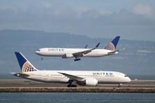 Companhia americana impede adolescentes de entrar em avião com leggins