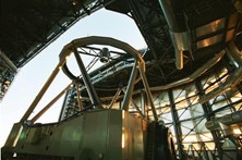 """Astrónomos observam """"nascimento"""" de estrelas em ventos galáticos perto de um buraco negro"""