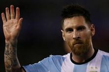 Messi suspenso por quatro jogos devido a insultos a árbitro