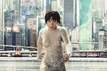 "Scarlett é cyborg sexy em ""Ghost in the Shell"""