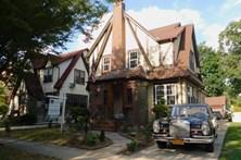 Casa onde Trump viveu na infância vendida por 2,2 milhões de euros