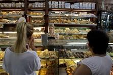 Confiança dos consumidores portugueses sobe para máximos desde 2000