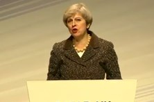 "Theresa May anuncia ""processo irreversível"""