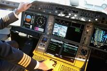 Copiloto de avião morre durante aterragem