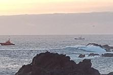 Onda arrasta turistas e mata duas pessoas em Tenerife
