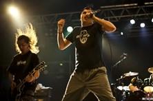 Napalm Death prometem o caos ao vivo