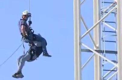 Veja o resgate do manobrador de grua preso a 40 metros de altura