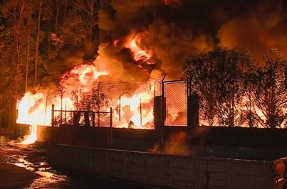 Incêndio em fábrica de papel na Feira está dominado