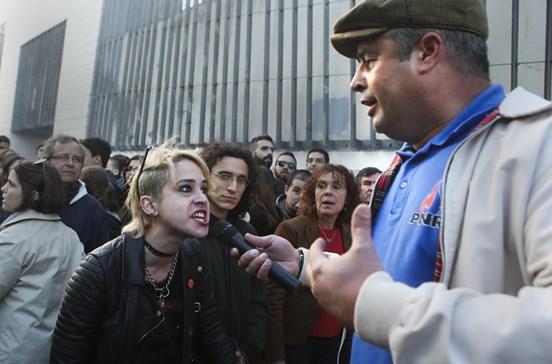 Apoiantes do PNR e estudantes trocam insultos em universidade de Lisboa