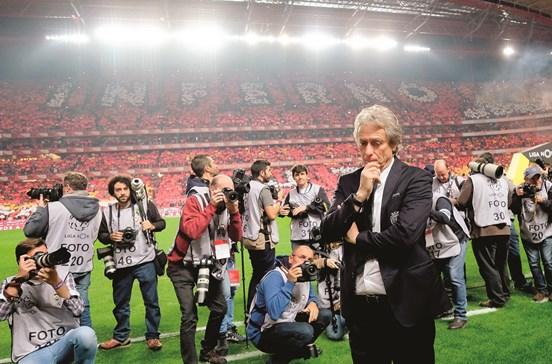 Benfica quer tirar Jesus do dérbi
