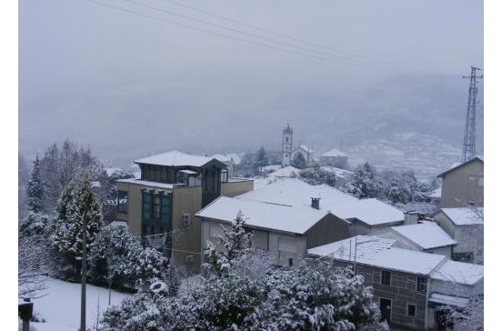Alunos de escolas de Baião sem aulas devido à queda de neve