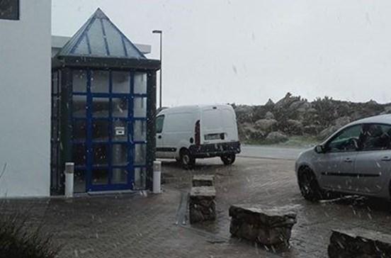 Nevou na serra de Monchique, no Algarve