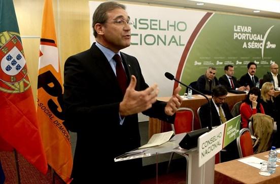 """Passos Coelho diz que défice não é """"o mais baixo"""" da história da democracia"""