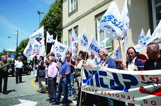 716 funcionários públicos recuperam salário e posto de trabalho