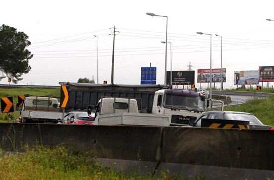 Camião despista-se na A1