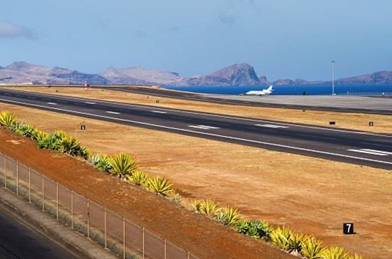 Que nome deve ter o aeroporto da Madeira?