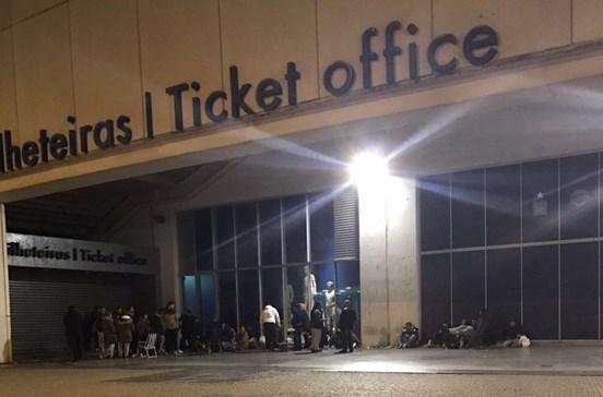 Já se espera no Dragão para comprar bilhetes para o clássico