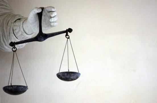 Estado condenado a pagar 26 mil euros a mãe cujo filho se suicidou